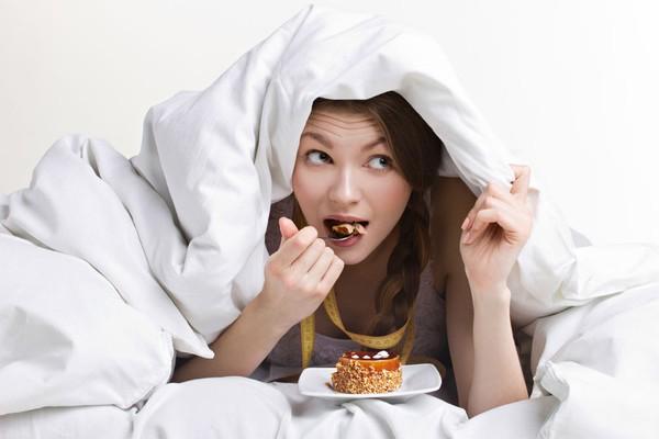 Những thói quen ăn uống khiến bạn dễ tăng cân